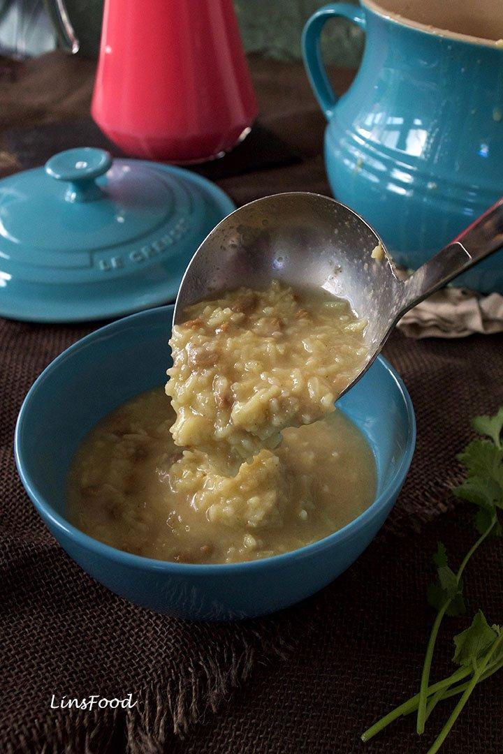 serving rice porridge in bowl