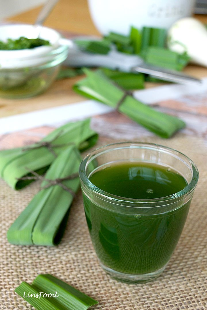pandan juice in a glass