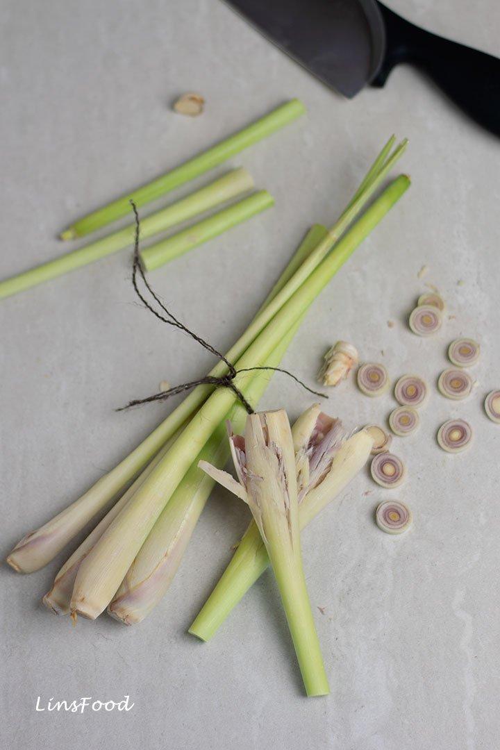 photo of lemongrass stalks